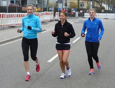 Drei schnelle LSVBlerinnen beim Einlaufen: Laura, Evelyne und Nadine