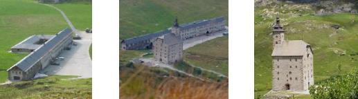 Das Alte Hospiz (Barall-Hüüs) und das Alte Spittel (Stockalperturm) auf dem Simplon