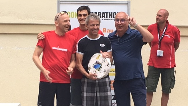 "Ein Laib Käse für das Team ""Tresis Alptraum"" (Christoph, Toni, Dätti und Team-Captain Tresi)"