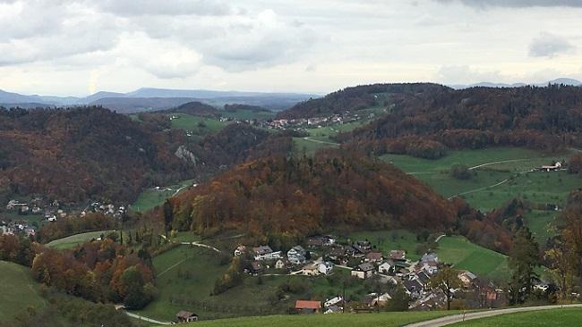 unten Louel, oben Titterten, links Reigoldswil
