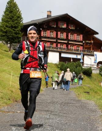 Michael rennt bergab